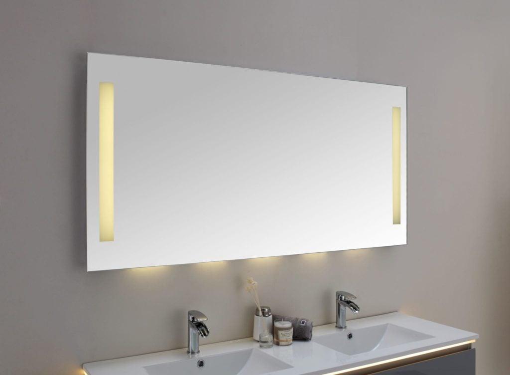 Uvanlig SORA speil med LED-lys og 2 stikkontakter 150 cm - Modena Fliser UW-84